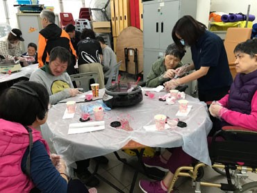 Flower-making activity helps love bloom
