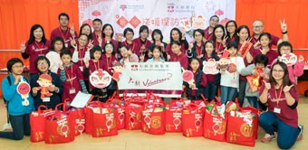 Festive greetings for seniors from Dah Sing Bank volunteers